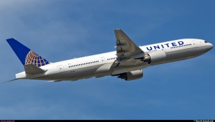 Blogger thrown off United Airlines flight for taking a picture
