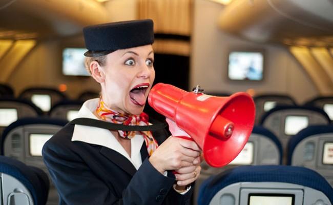9 skutecznych sposobów, aby wkurzyć stewardessę