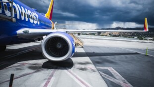 Southwest Airlines screaming passenger refuses to deplane